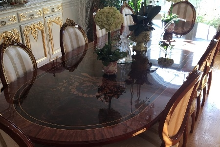 Antique Dinning Room Table & Chairs