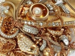 pile of gold jewelry or gold jewelry for scrap